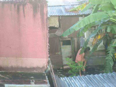 Ngintip Cewe Mandi di Belakang Rumah Ane...!!