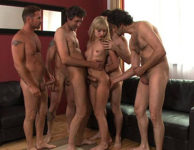 групповые фото голых женщин и мужчин