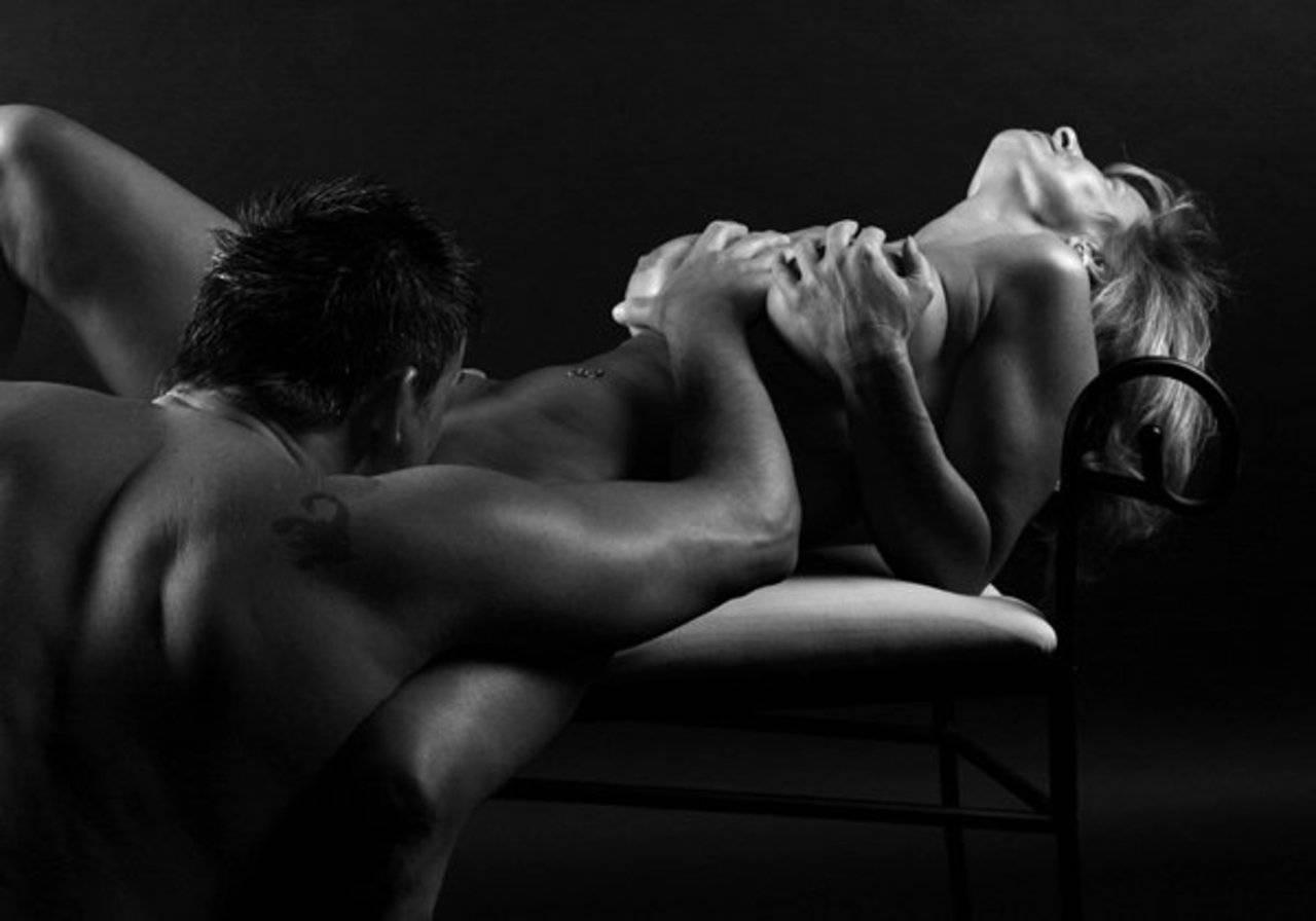Эротические картинки пар мужчины и женщины, Пара влюбленных в постели интимный стоковые 11 фотография