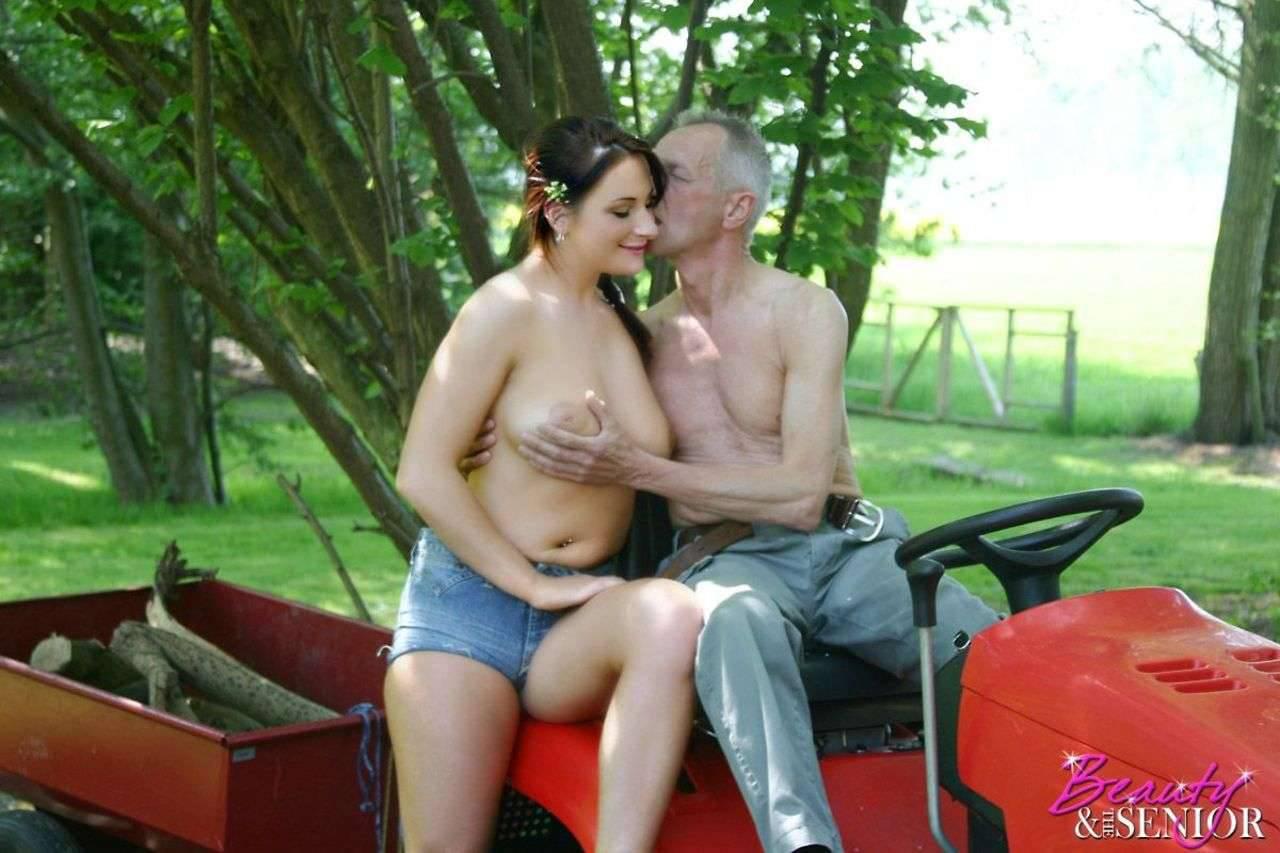 Секс со стариками в лесу 18 фотография