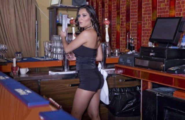 Gorące barmanki 25