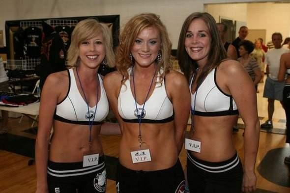 Hostessy z gal boksu 6