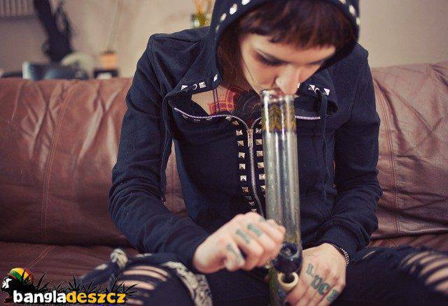 Dziewczyny i marihuana 27
