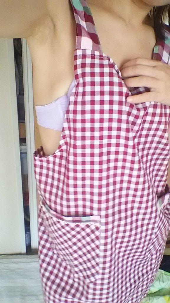 芷莘作品之二试穿围裙的女生~还有内衣和身姿