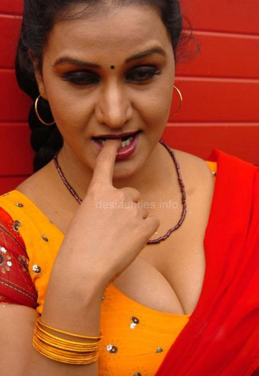 Real Life Burining Desire of Desi Babes Aunties nd Bhabhies!!!