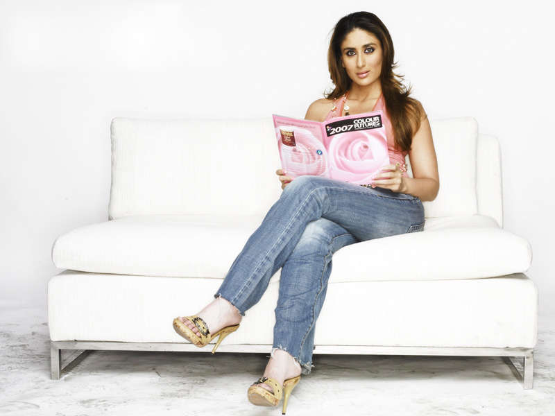 Kareena Kapoor in pink top and blue jeans