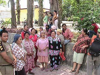 134108390ec14a16b48571e83743336c5922922e Ibu ibu Tantang Bupati Paluta Jika Pasar Pabukoan Dipindahkan