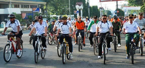 162750960218b454828124b3b48030cc3532472d Seribuan Bikers Bersepeda Keliling Kota