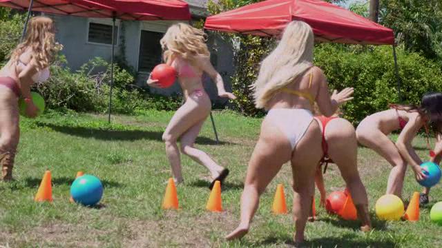 GirlsGoneWild 18 07 03 Nickiee Gets Wild In The Field XXX