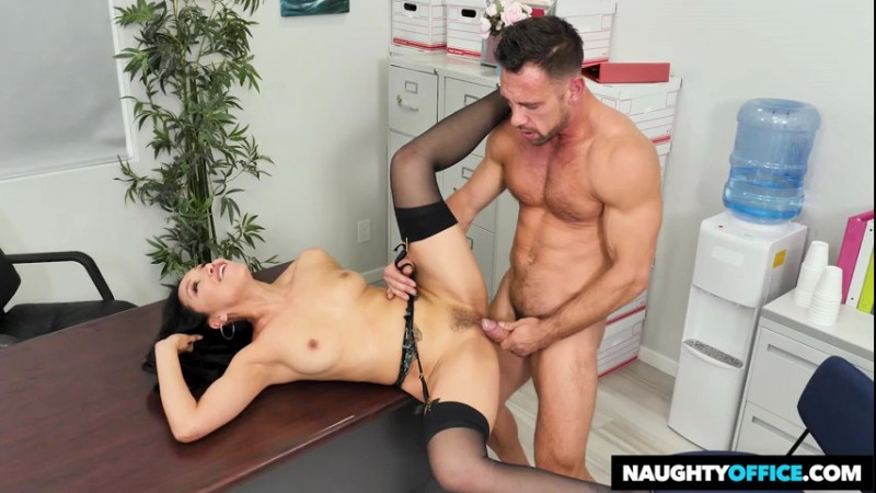 Naughty Office  - Vicki Chase - Vicki Chase Fucks Her Coworker - 24899 - 2018-11-26 - 480p Free Download From pornparadise.org