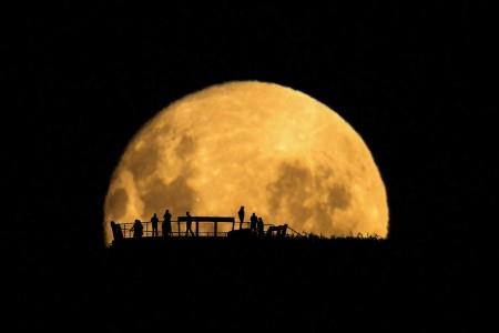 Wonders Of The Moon 2018 720p HDTV x264-PLUTONiUMrarbg