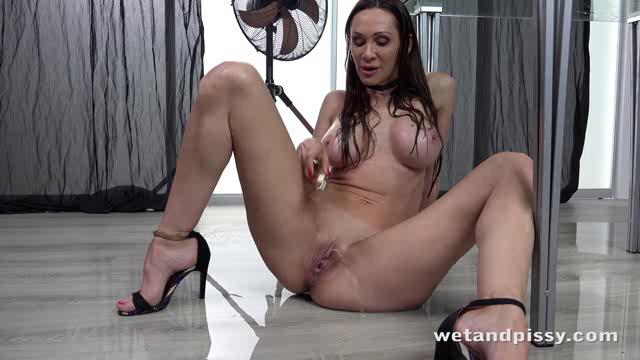 WetAndPissy 19 05 28 Cynthia Vellons Dripping Wet MILF XXX