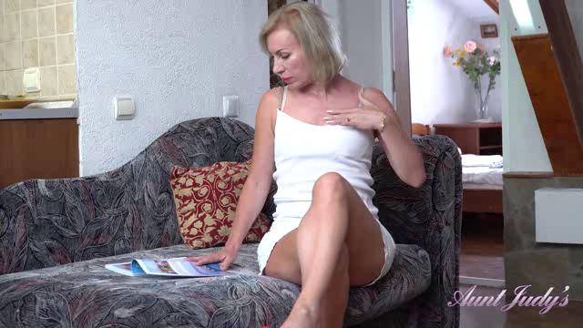 AuntJudys 19 08 09 Kate Afternoon Magazine Masturbation XXX